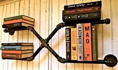 vvs-rør på væægen til bøger #bogreol