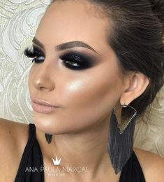 Eye Makeup Tips – How To Apply Eyeliner – Makeup Design Ideas Eye Makeup Tips, Smokey Eye Makeup, Makeup Goals, Eyeshadow Makeup, Face Makeup, Black Smokey Eye, Sexy Eye Makeup, Smokey Eyeshadow, Smoky Eye