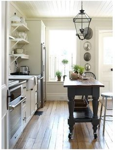 What a nice kitchen! The island is slim enough to not take up to much room, but still meet the essential prep criteria ;)