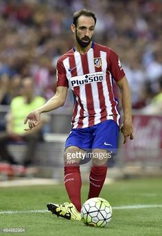 484882964-atletico-madrids-defender-juanfran-passes-a-gettyimages.jpg (407×594)