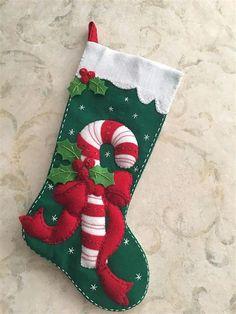 Christmas Crafts To Sell, Felt Christmas Decorations, Felt Christmas Ornaments, Christmas Store, Christmas Sewing, Christmas Fabric, Christmas Fun, Christmas Tables, Nordic Christmas