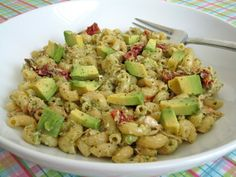 Tuna Pesto Pasta Salad with Avocado and Sundried Tomatoes - Damn Delicious substitute chicken and I am all set! Macaroni Pasta, Chicken Pasta Bake, Avocado Pasta, Tuna Avocado, Avocado Salad, Cooking Recipes, Healthy Recipes, Food Test, Dressings