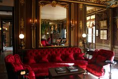 La Reserve Hotel Paris is the epitome of Century Parisian chic. Named the Best Hotel in Paris, we enjoyed Tea Time at the iconic La Reserve Paris. Glam Living Room, Formal Living Rooms, Living Room Decor, Elegant Dining Room, Luxury Dining Room, White Sofa Design, Tea Room Decor, Burgundy Decor, Reserve