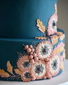 Cake decorating isn't quite as hard as it looks. We look in the elaborately decorated sculptures and texture entirely intimidated. Listed below are a couple of straightforward suggestions and tips to get your cake decorating job a win Pretty Cakes, Cute Cakes, Beautiful Cakes, Amazing Cakes, Cake Cookies, Cupcake Cakes, Painted Cakes, Piece Of Cakes, Fancy Desserts
