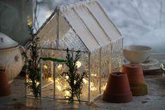 Askartele talviseksi koristeeksi kasvihuone valosarjoineen - Paratiisi takapihalla Nordic Christmas, Christmas Baking, Christmas Crafts, Wonderful Time, Terrarium, Still Life, Table Decorations, Home Decor, Mini