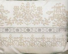 TK csipke: Csipkefajták: subrika Chain Stitch Embroidery, Embroidery Stitches, Embroidery Patterns, Hand Embroidery, Machine Embroidery, Floral Embroidery, Stitch Head, Last Stitch, Braided Line