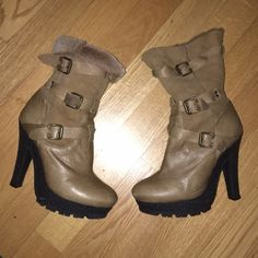 TOPSHOP - brown winter lux boots w/ fur lining TOPSHOP brown booties with strappy embellishments.  Fur lining makes them perfect for the cold weather and the winter soles make them practical! Topshop Shoes