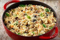 Διαδικασία Προθερμαίνουμε το φούρνο στους 200° C.    Σε μεγάλο αντικολλητικό τηγάνι ή σε φαρδιά και ρηχή κατσαρόλα ζεσταίνουμε 70 ml από το ελαιόλαδο σε μέτρια προς... Vegetable Recipes, Vegetarian Recipes, Healthy Recipes, Cookbook Recipes, Cooking Recipes, Greek Recipes, I Love Food, Healthy Snacks, Clean Eating