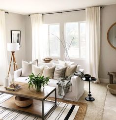 Fabulous living room table on sale for your cozy home Home Living Room, Living Room Designs, Living Room Decor, Living Spaces, Decoration Inspiration, Decor Ideas, Family Room Design, Home And Deco, Living Room Inspiration