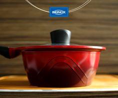 A nossa Colour Cook vermelha completa a sua cozinha.