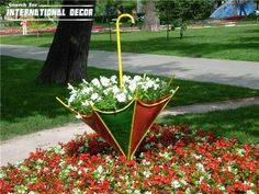 Flower Garden Design Plans – This flower garden design plans are some elegant creative new inspiration for your dream patio design. Unique Garden Decor, Unique Gardens, Beautiful Gardens, Unique Plants, Garden Design Plans, Flower Garden Design, Garden Planters, Garden Art, Tyre Garden