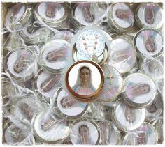 http://www.elo7.com.br/lembrancinha-de-rainha-da-paz/dp/3F9FFD