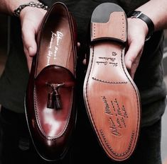 List of men's fashion looks. Best site to get your everyday dose of inspiration. From summer fashion to fall fashion. Best Shoes For Men, Formal Shoes For Men, Men's Shoes, Shoe Boots, Dress Shoes, High Fashion Men, Mens Fashion, Fall Fashion, Gentleman Shoes