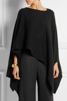 "Preto ""Donna Karan New York - Ribbed cashmere poncho"", ""Black cashmere Slips on cashmere Dry clean"" Cochella Outfits, Donna Karan, Poncho Outfit, Cashmere Poncho, Crochet Poncho, Mode Inspiration, Casual Chic, Knitwear, Ideias Fashion"