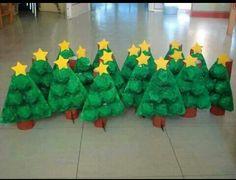 Arbol de navidad para niňos con material reciclado
