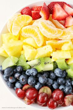 This Rainbow Fruit Salad with Honey Citrus Dressing is a great addition to breakfast or it makes a healthy snack idea any time! Easy to make ahead and enjoy all week! Rainbow Fruit, Eat The Rainbow, Healthy Snacks, Healthy Eating, Healthy Recipes, Potluck Recipes, Healthy Sweets, Pasta Recipes, Healthy Life