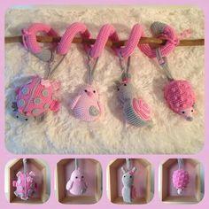 Spiraal is trappenloper  (speelgoed)omwikkelen met repen fiberfil. Drukknoopjes heten kamsnap verkrijgbaar bij kleurenmix. Haar inluiden van ets is het lieveheersbeestje te bestellen.