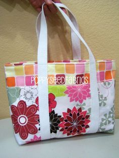 This is a great super, fun and easy tote bag tutorial that you will want to make over and over again!   (updated 04/18/2014)  Please read ...