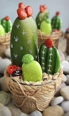 DIY Painting Cactus Rock Art Ideas - Balcony Decoration Ideas in Every Unique Detail Cactus Painting, Pebble Painting, Pebble Art, Stone Painting, Diy Painting, Online Painting, Rock Crafts, Diy And Crafts, Arts And Crafts