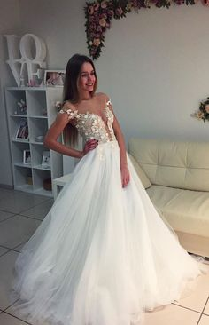 Elegant White Wedding Dress,Appliques Tulle Wedding Gown,Elegant Bridal