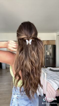 2000s Hairstyles, Clip Hairstyles, Hair Down Hairstyles, Hairstyles For School, Hairstyles For Layered Hair, Waitress Hairstyles For Long Hair, Hairstyle For Long Hair, Simple Hairstyles For Long Hair, Basic Hairstyles