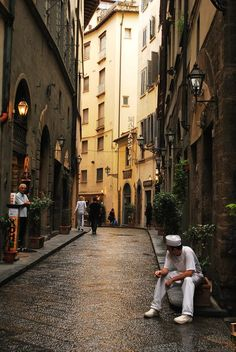 Florence - Italy - I absolutely loved all of these quiet, narrow backstreets, all full of interesting boutiques!
