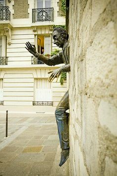 "Le ""Passe-Muraille, Paris Yves MARQUE - Google+"