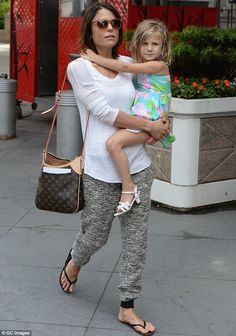 ff8a2dcf578 Bethenny Frankel enjoys day of mother-daughter bonding at the park