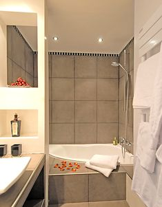 Corner tub with shower