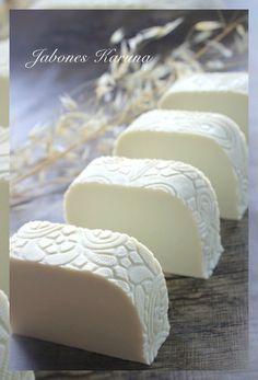 Jabón de arcilla blanca (Caolín) y Manteca de Mango. White clay soap (Kaolín)
