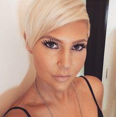 Hast du blondes Haar und auf der Suche nach einer neuen Frisur? Dann schau Dir diese Auswahl herrliche pfiffige Kurzhaarfrisuren für Frauen mit blondem Haar an.