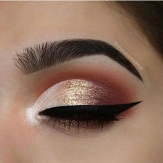 Loving the peachy look! Create an ombré effect using our Bronze Sprinkles Glitter atop this look ✨ @chelseasmakeup
