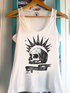 This Life is Strange tank top makes me feel all the feels. It's perfect for Chloe Price cosplays and to simply look awesome everyday.