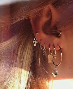 Here are Most Beautiful Ear Piercing Ideas to Copy. Hope you liked these Piercing Ideas provided in this list. Ear Jewelry, Trendy Jewelry, Cute Jewelry, Luxury Jewelry, Jewelry Gifts, Fashion Jewelry, Jewelry Ideas, Gold Jewelry, Jewellery Earrings