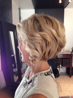 Short stacked bob, dimensional blonde, highlights, lowlights, mature hair, soft curls, growing out a bob