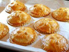 Gevulde koeken met amandelspijs Dutch Recipes, Sweet Recipes, Baking Recipes, Cookie Recipes, Helathy Food, Dutch Cookies, Go For It, Sweet Pie, Bread Cake