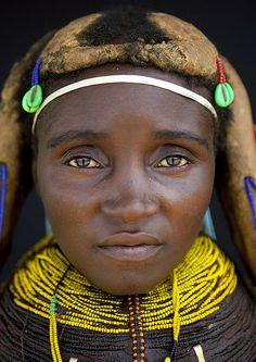 Mwila woman - Angola, photo by Eric