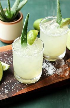 Aloe Vera Margaritas Refreshing Drinks, Fun Drinks, Yummy Drinks, Alcoholic Drinks, Beverages, Cocktail Drinks, Cocktail Recipes, Drink Recipes, Margaritas