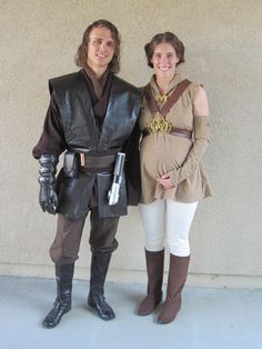 For San Diego Comic-Con David went as Anakin, and I went as Padme (see the Anakin tutorial here ). David looks kinda like Hayden Christens. Pregnant Couple Halloween Costumes, Pregnancy Costumes, Cute Couple Halloween Costumes, Family Halloween Costumes, Halloween Crafts, Padme Costume Diy, Anakin Costume, Troll Costume, Cosplay Outfits