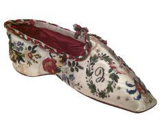 Antique Ladies Shoe (Ballerine), 1800-1825, beautiful embroidery!