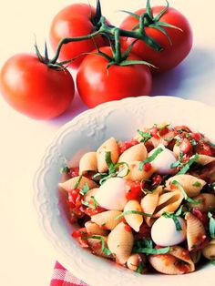 Pomodoro Fresco (Fresh Tomato) Pasta Salad is light and delicious with the sweet taste of summer. From www.bobbiskozykitchen.com