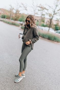 Cozy fleece for fall clothes kläder, träningskläder, gardero Mode Outfits, Sport Outfits, Casual Outfits, Fashion Outfits, Casual Athletic Outfits, Womens Fashion, Cold Weather Outfits Casual, Sporty Chic Outfits, Athletic Style