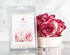 Fresh sea-drenched greens and lime notes are infused with strawberry and black currant sweetness to add depth to rose and amber notes in this refreshing and musky feminine fragrance. Get yours at www.jewelscent.com/lizmarie