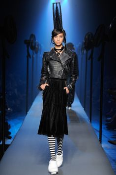 Jean Paul Gaultier Fall 2015 Couture Fashion Show - Chantal Monaghan Catwalk Fashion, Fashion Week, High Fashion, Fashion Show, Fashion Art, Style Couture, Couture Fashion, Couture Week, Vogue Paris
