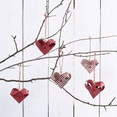 Woven Hearts made from Weaving Paper Strips The hearts are woven from weaving paper strips. The eyelets are set using a paper punch. Natural Christmas, Christmas Wine, A Christmas Story, Christmas Baubles, Rustic Christmas, Christmas Crafts, Christmas Decorations, Crochet Apple, Crochet Fruit
