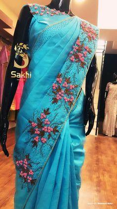 Latest Saree Blouse, Silk Saree Blouse Designs, Bridal Blouse Designs, Saree Embroidery Design, Hand Embroidery Dress, Designer Blouse Patterns, Dress Patterns, Cutwork Saree, Sari Design