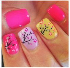 Nail Art asiatique très coloré