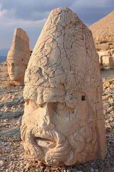 Easy Clay Sculptures : Stone Heads at Sunset Nemrut Dağı Turkey Ancient Ruins, Ancient Art, Ancient History, Places To Travel, Places To See, Places Around The World, Around The Worlds, Wonderful Places, Beautiful Places
