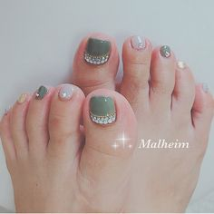 Bridal Toe Nails, Bride Nails, Cute Toenail Designs, Toe Nail Designs, Stylish Nails, Trendy Nails, Pedicure Nails, Manicure, Feet Nail Design