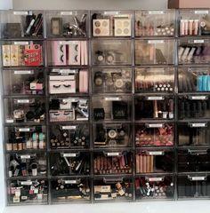 Makeup Vanity Organization Beauty Room Make Up Ideas Make Up Organizer, Make Up Storage, Bedroom Storage, Rangement Makeup, Makeup Storage Organization, Organization Ideas, Storage Organizers, Storage Ideas, Makeup Collection Storage
